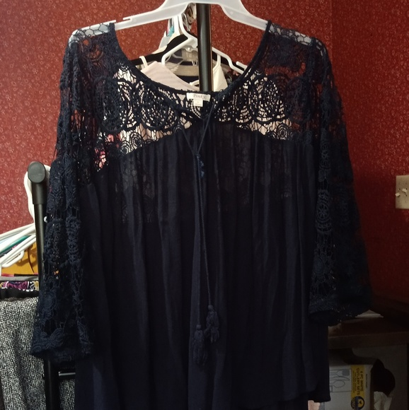 Pinky Tops - Blue lace and rayon blouse